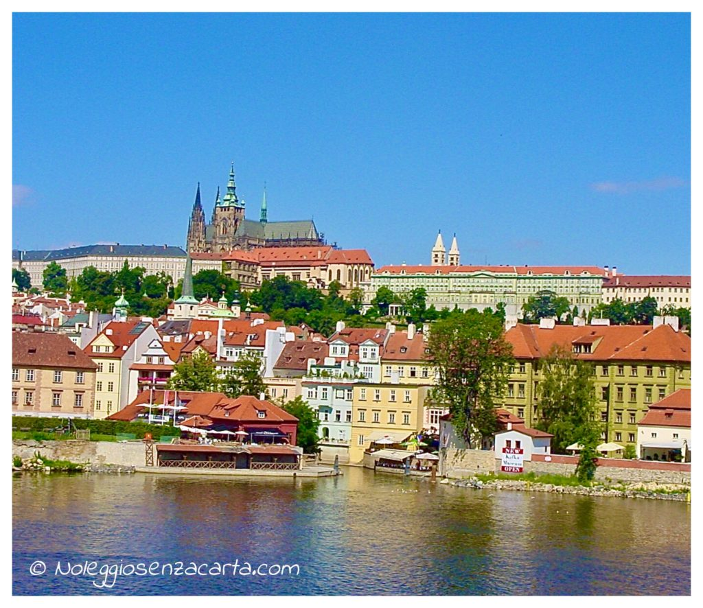 Alquiler coche Praga sin tarjeta de crédito